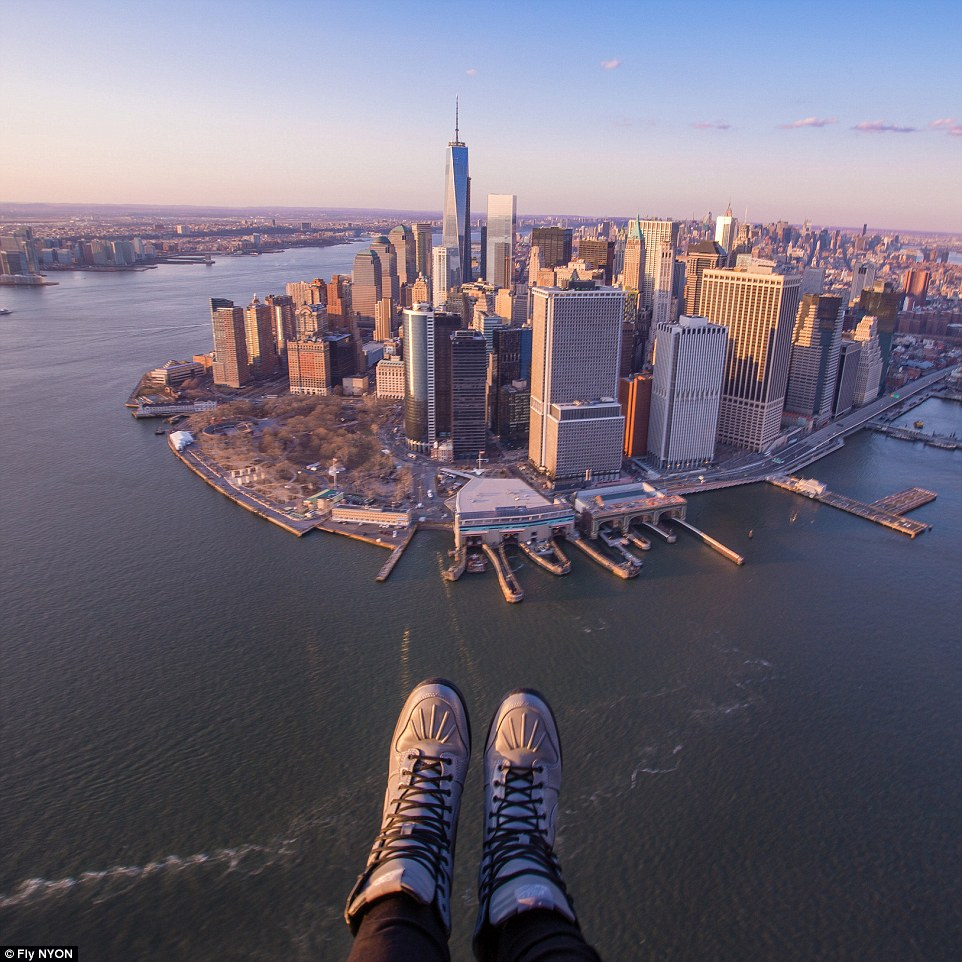 US helicopter company lets tourists take stomach-churning 'shoe selfies'